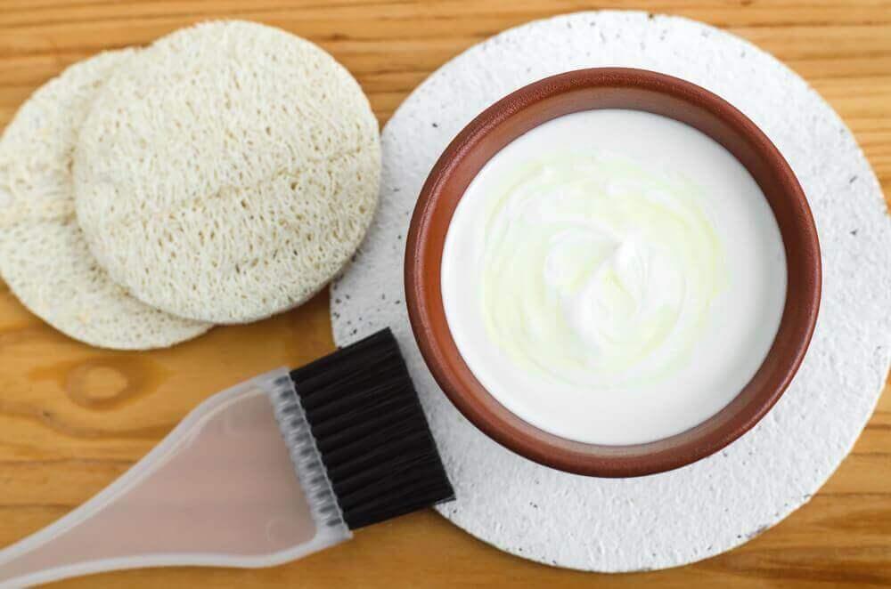 Nuorekkuutta lisäävät kasvonaamiot jogurtista