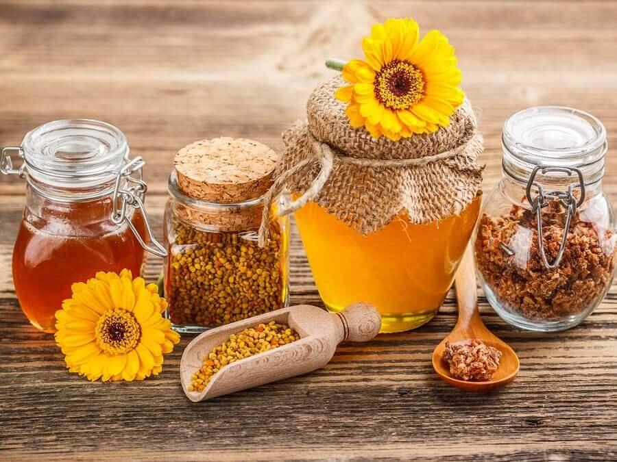 hunaja ja propolis ja siitepöly