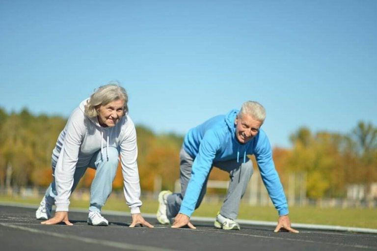 Oletko yli 50-vuotias? Näillä viidellä vinkillä teet liikunnasta helppoa!