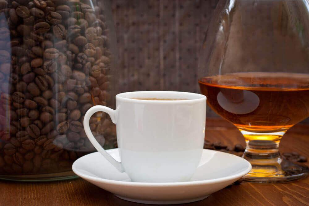 Liika kofeiinin nauttiminen lisää stressiä
