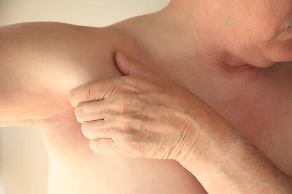 Venähtänyt lihas voi aiheuttaa kipua kainalon alueella