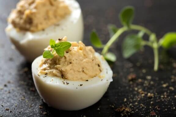 """Herkulliset """"deviled eggs"""" eli paholaisen munat"""