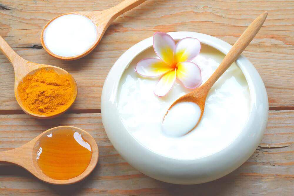 nuorekkuutta lisäävät kasvonaamiot jogurtista, hunajasta, maidosta