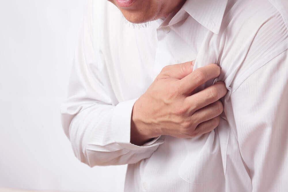 Kipu kainalossa voi johtua sydänkohtauksesta