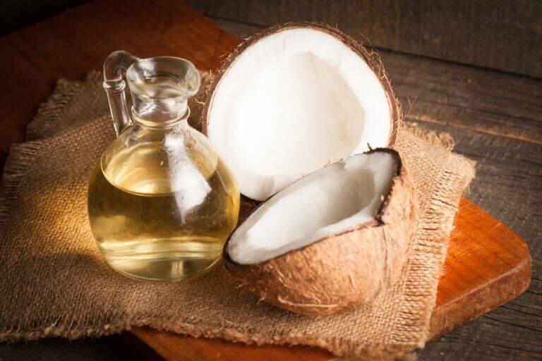 kookosöljy kosteuttaa hiuksiasi