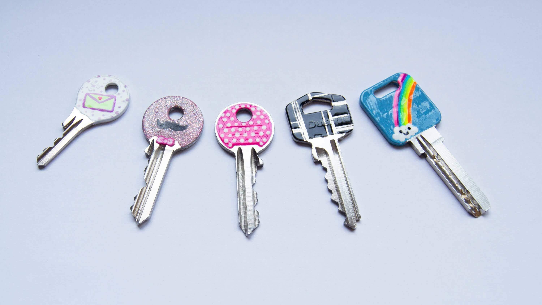 merkkaa kynsilakalla avaimet