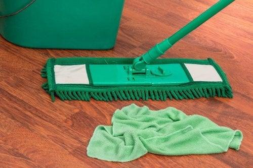 Valmista sitrushedelmistä kodin ekologinen puhdistusaine