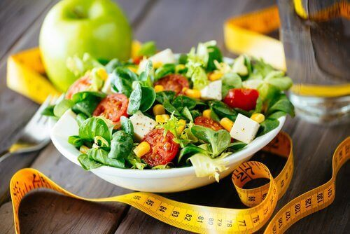 Terveellinen ja helppo salaatti sokerimaissista