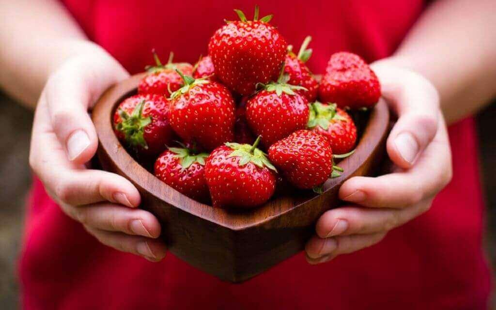 mansikat ovat sydänystävällistä ruokaa