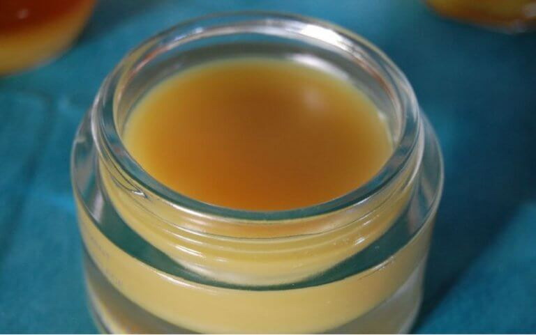 Kotitekoinen meikinpoistoaine mehiläisvahasta