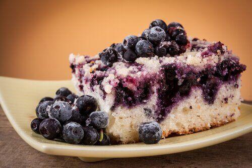kevyet leivonnaiset: mustikkakakku
