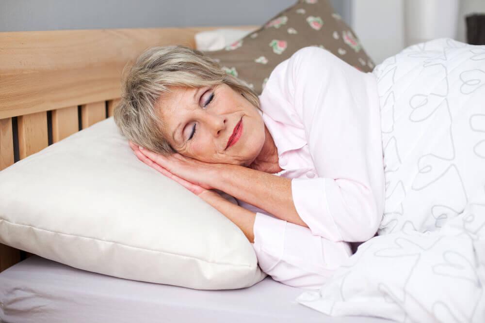 Nukkumalla riittävästi voit olla onnellinen ja terve vaihdevuosina