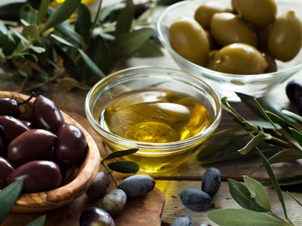 oliiviöljy ja oliivit