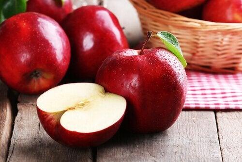 syö omenaa kahvinjuonnin sijasta
