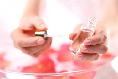 omenaruusuöljy tehoaa raskausarpiin