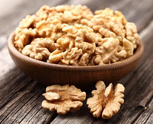 Saksanpähkinöissä on ominaisuuksia, joilla voi saada kauniit rinnat