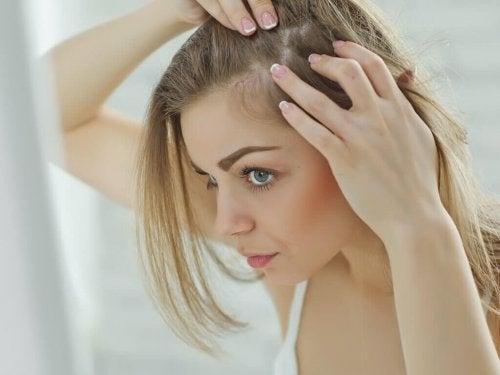 Päänahasta huolehtiminen on tärkeä osa hiusten hyvinvointia