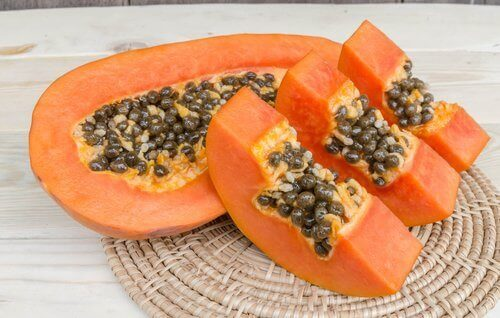 karkota kaksihaaraiset papaijahoidolla