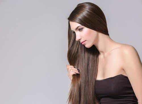 Hiusten kasvun edistäminen yrteillä ja mausteilla
