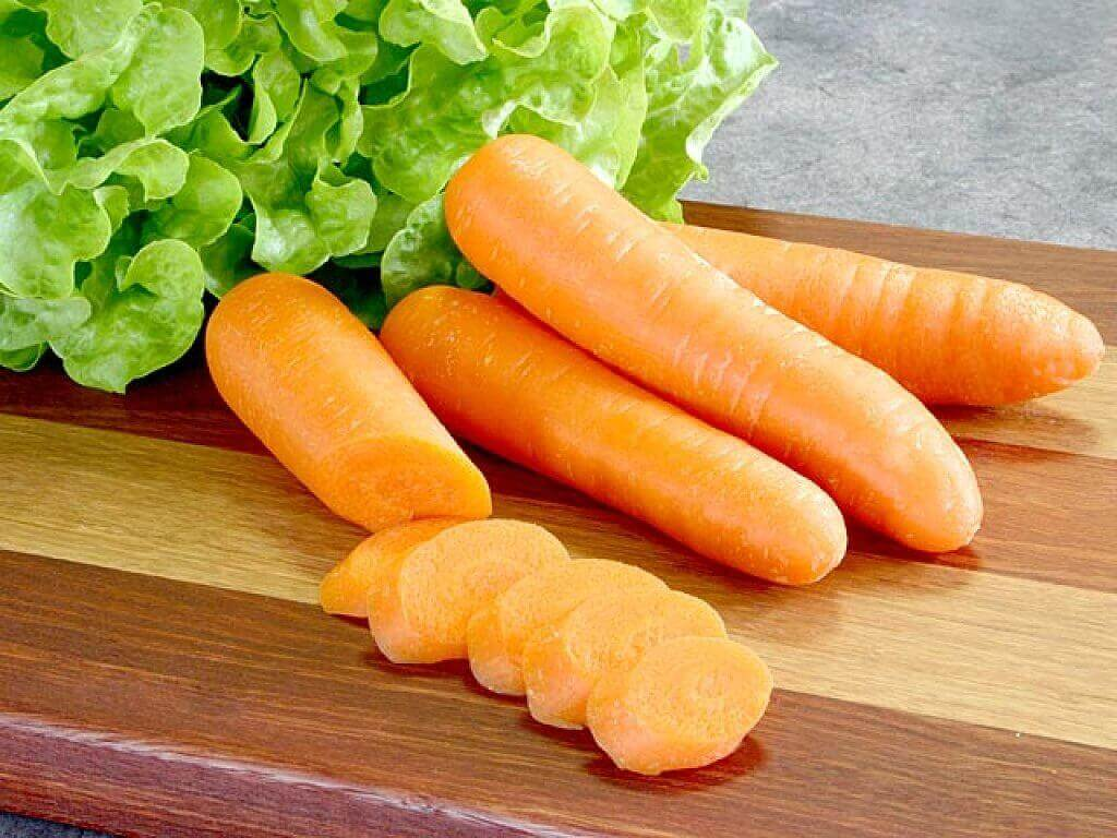 raakaa porkkanaa