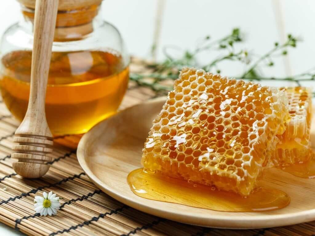 hunajaa kahdessa muodossa