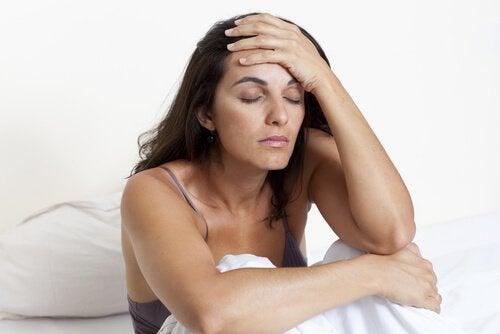 ravinnepuutokset aiheuttavat päänsärkyä