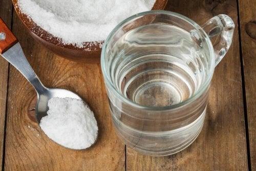 Ruokasoodasta valmistettu suuvesi puhdistaa nielun