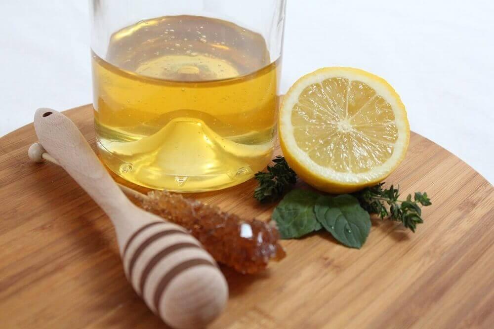 Sitruuna ja hunaja auttavat hengityselinsairauksien oireisiin