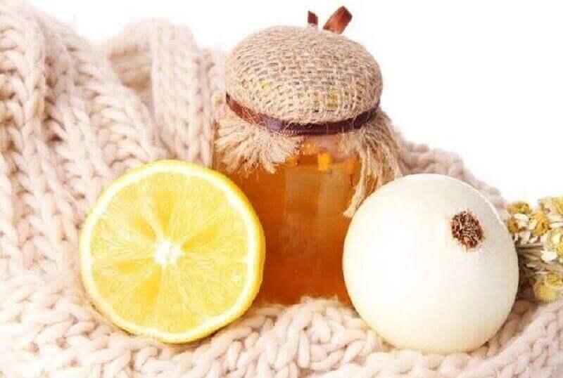 yskää rauhoittava hoito sipulista ja hunajasta