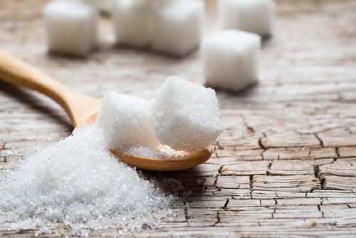 Sokerin jättäminen ruokavaliosta: 5 vaihtoehtoista tuotetta