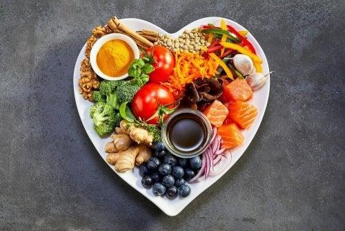 Terveellinen ja tasapainoinen ruokavalio auttaa painonpudotuksessa