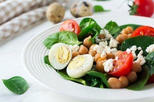 Terveellinen ruokavalio parantaa sekä henkistä että fyysistä hyvinvointia
