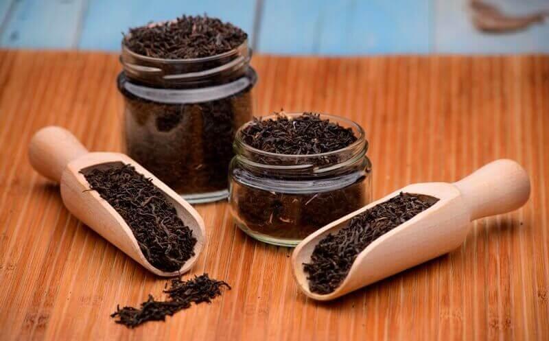 musta tee auttaa huuliherpekseen