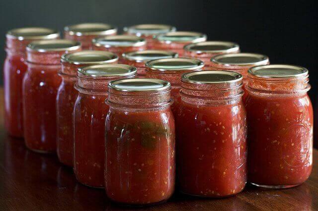 tomaattikastikepurkit