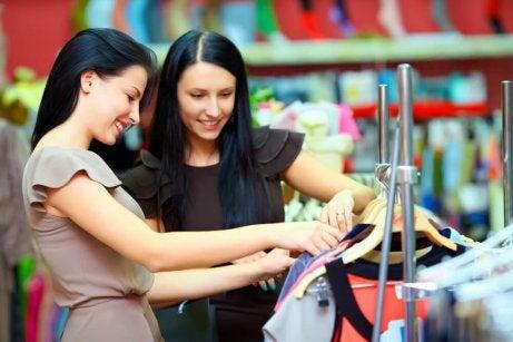 vaatteiden ostaminen