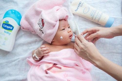 Vastasyntyneen vauvan hoito ensimmäisinä kuukausina