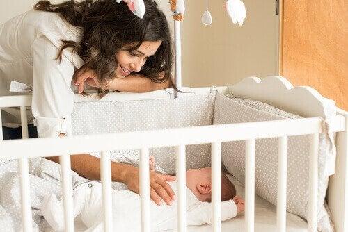 Vauvan kotiin saapuminen herättää ristiriitaisia tunteita
