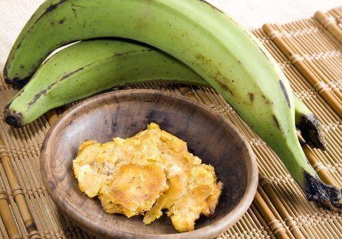 vihreä banaani muussattuna