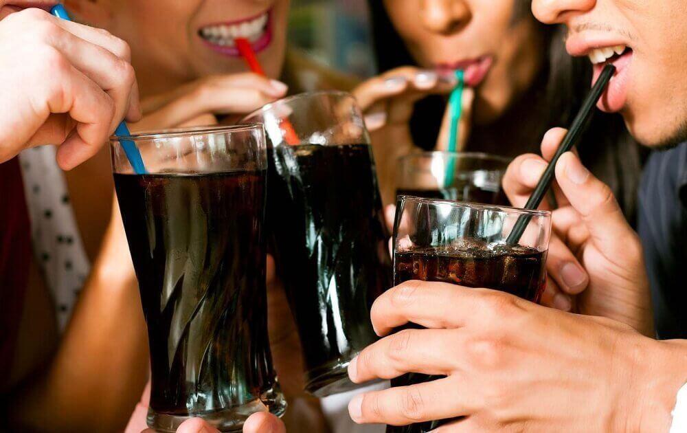 epäterveelliset sokeripitoiset irvoitusjuomat