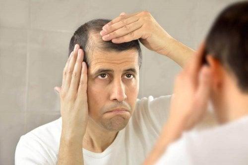 Hiustenlähdön hoito