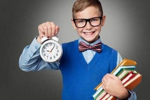 Kuinka opettaa lapselle ajanhallintataitoja