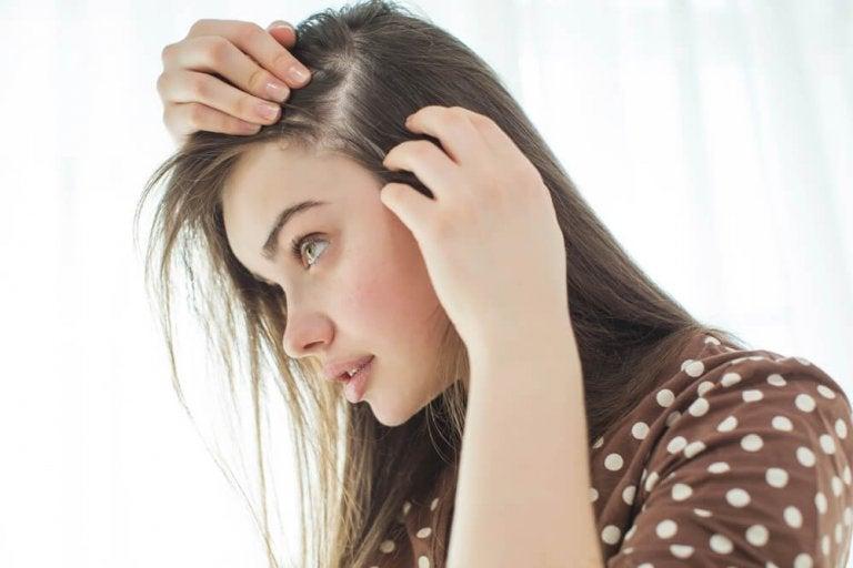 9 vinkkiä hiuspohjan vahvistamiseen luonnollisesti