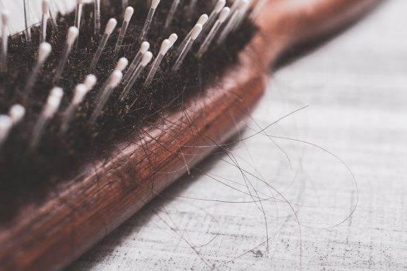Hiustenlähdön hoito luonnollisesti