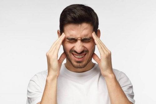 Näin hoidat jännityspäänsärkyä luonnollisesti kotona