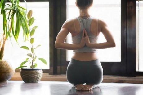 Mistä joogan harrastaminen kannattaa aloittaa? Jooga kotona