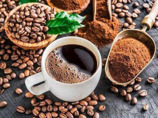Luontaishoidot kofeiiniriippuvuuden voittamiseksi