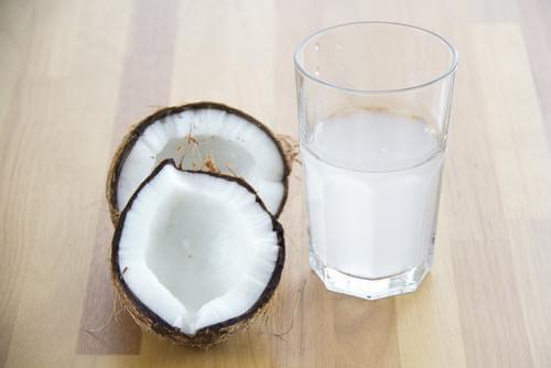 kookosvesi auttaa kofeiiniriippuvuuden oireisiin