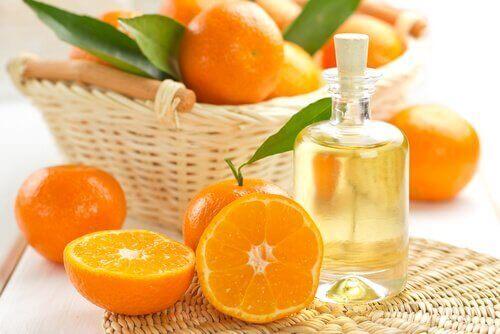 mandariiniöljyllä voi suojata hiuksia auringolta