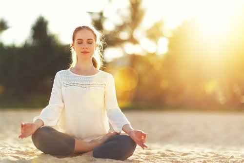 Meditointi ja jooga auttavat negatiivisten tunteiden käsittelyssä