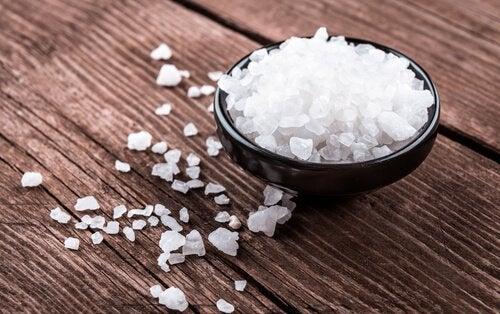 Suolan välttäminen auttaa vähentämään nesteturvotusta